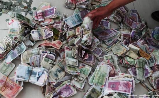 Trung Quốc: Hành khách dùng tiền âm phủ, công ty xe bus lỗ 300 triệu đồng