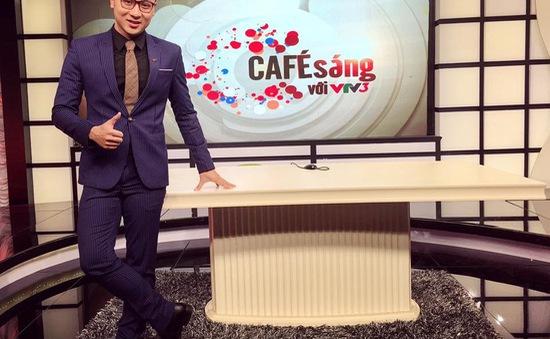 """MC Quốc Duy trở lại Cafe sáng với VTV3 sau 2 năm """"mất tích"""""""