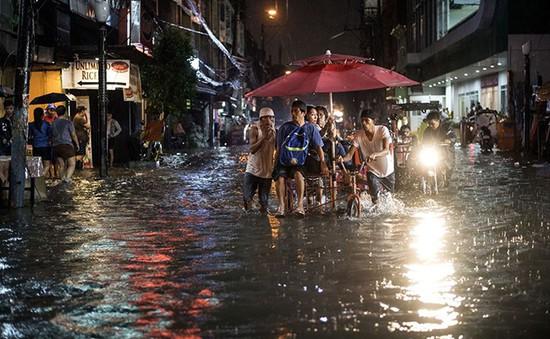 Lũ lụt làm tê liệt một phần thủ đô Manila của Philippines