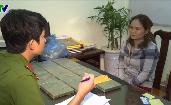 Đắk Lắk: Bắt đối tượng giấu 22 bánh hêrôin trong máy nổ để đưa từ Lào về Việt Nam