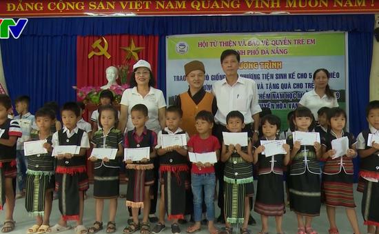 Đà Nẵng trao sinh kế và tặng quà cho học sinh hộ nghèo
