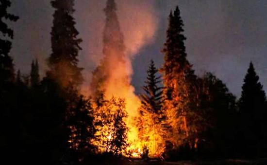 Canada sơ tán gần 19.000 dân do cháy rừng