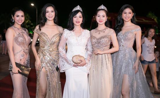 Dàn Hoa, Á hậu khoe sắc trên thảm đỏ Gala 30 năm Hoa hậu Việt Nam