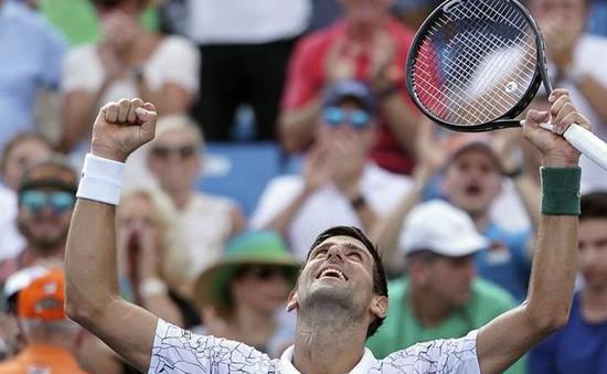 """Đánh bại Federer, Novak Djokovic đi vào lịch sử với """"Golden Masters"""""""