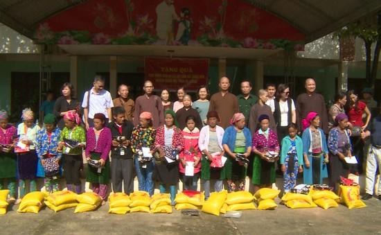 Giúp đỡ đồng bào vùng lũ tỉnh Hà Giang vượt qua khó khăn