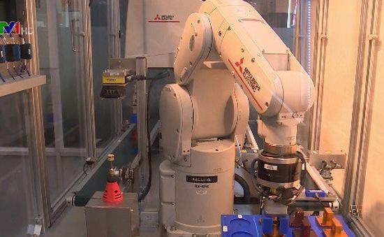 Các nhà khoa học hiến kế ứng dụng công nghệ robot cho doanh nghiệp Việt Nam