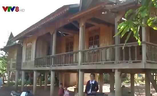 Đảng viên đồng bào dân tộc thiếu số hiến đất xây trường học