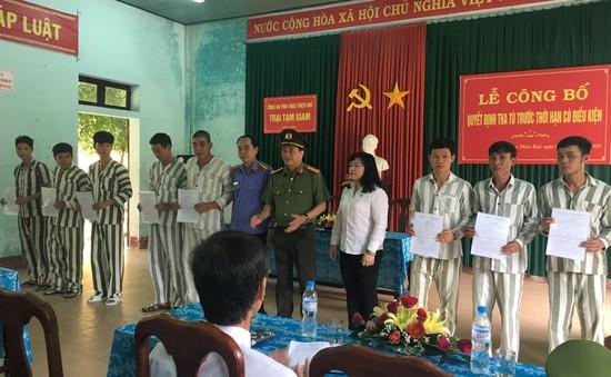 Công an Thừa Thiên Huế công bố quyết định tha tù trước thời hạn