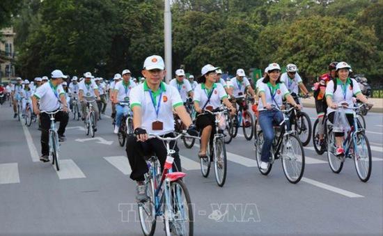 Đại sứ các nước Đông Nam Á đạp xe hữu nghị nhân Ngày Gia đình ASEAN 2018