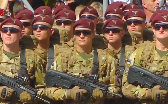 Ukraine tổ chức diễu binh mừng Quốc khánh lớn nhất từ trước đến nay