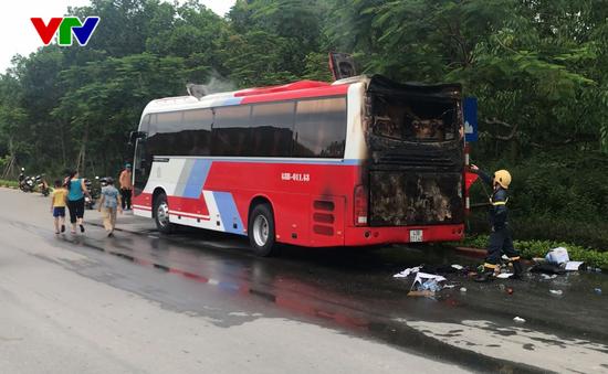 Đà Nẵng: Xe du lịch cháy khi đang lưu thông