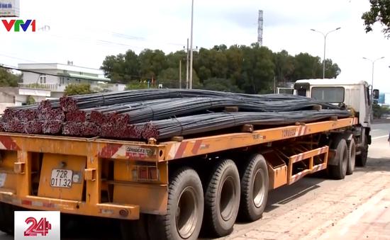 Hàng loạt xe chở cuộn tôn, thép không an toàn ở Bà Rịa - Vũng Tàu