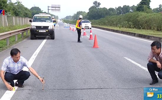 Hằn lún vệt bánh xe sâu đến 10cm trên cao tốc Hà Nội - Thái Nguyên