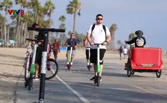 Mỹ: Bang California xem xét cấp dịch vụ cho thuê xe scooter điện