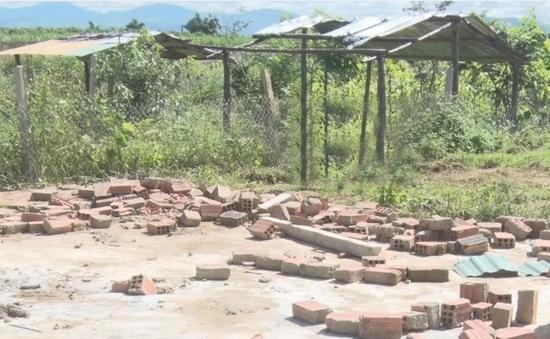 Kon Tum: Người dân tự tháo dở nhà, lều, chòi xây dựng trái phép