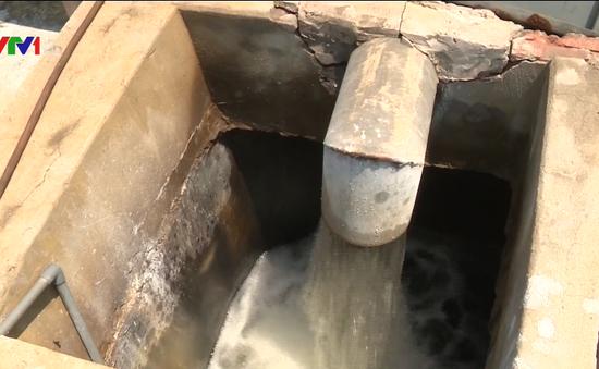 """5 năm sống chung với nước nhiễm Asen, người dân khu đô thị Tân Tây Đô """"khát"""" nước sạch"""