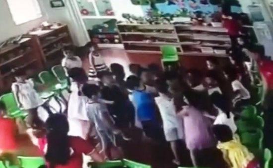 Chấm dứt hợp đồng với 3 giáo viên làm ngơ để trẻ bị đánh hội đồng