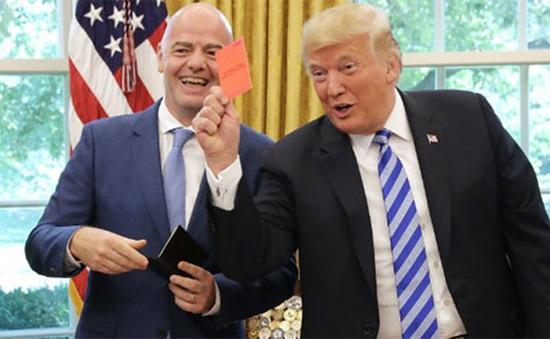 """Tổng thống Mỹ Donald Trump """"giơ thẻ đỏ"""" với giới truyền thông"""