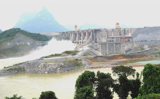 Thủy điện Tuyên Quang mở một cửa xả đáy