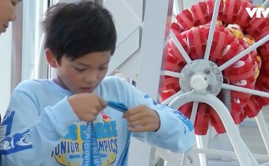 Mỹ: Cậu bé 10 tuổi phá kỷ lục bơi của huyền thoại Michael Phelps