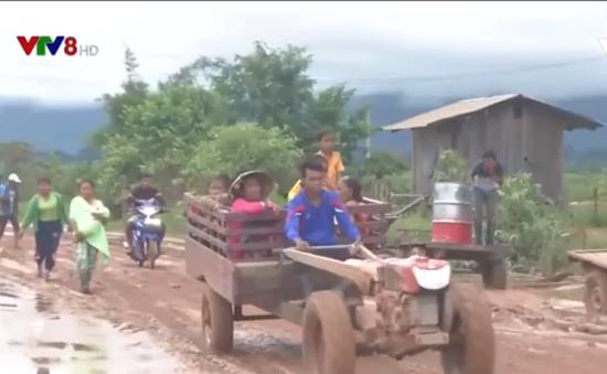 Quân khu 5 giúp đỡ người dân Lào sau vụ vỡ đập