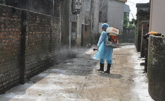 Hà Nội tiến hành vệ sinh tiêu độc, khử trùng môi trường sau đợt mưa lũ