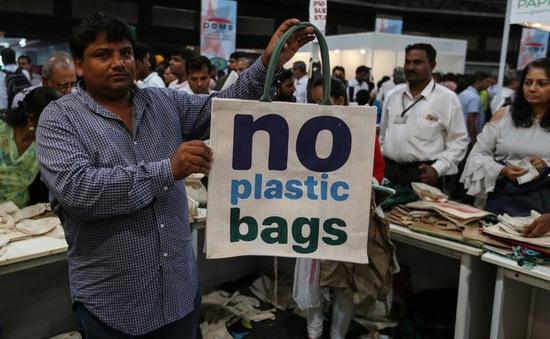 Hàng loạt quốc gia cấm túi nylon