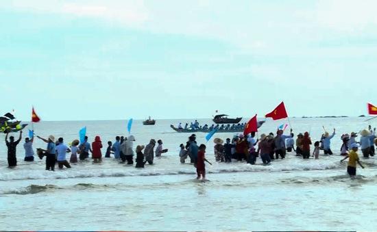 Hà Tĩnh: Đua thuyền truyền thống mừng Lễ Quốc khánh