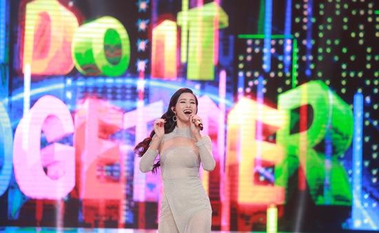 Đông Nhi đẹp tựa nữ thần tại Nhạc hội Việt - Nhật 2018