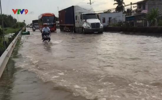 Triều cường kết hợp lũ gây ngập nặng Quốc lộ 1A