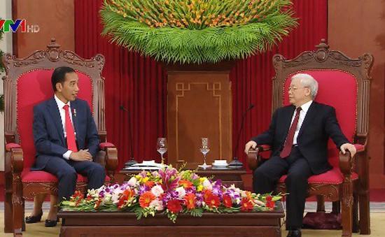 Tổng Bí thư tiếp thân mật Tổng thống Indonesia