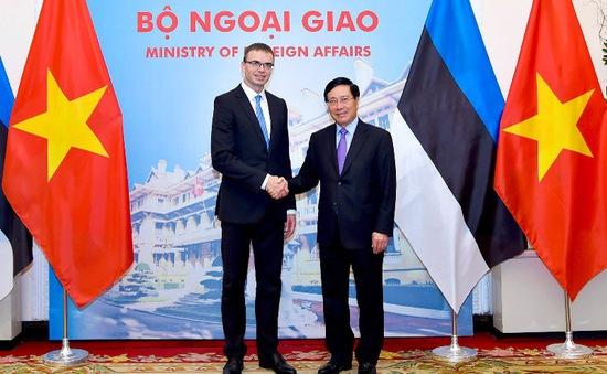 Phó Thủ tướng Phạm Bình Minh hội đàm với Bộ trưởng Bộ Ngoại giao Estonia