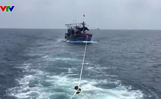 BĐBP Nghệ An cứu nạn 17 thuyền viên gặp nạn trên biển