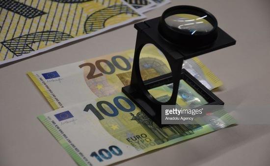 ECB ra mắt đồng 100 EUR và 200 EUR mới