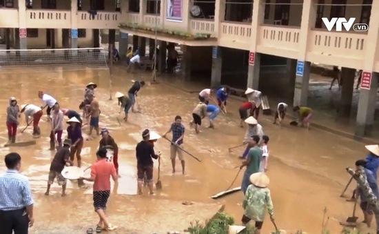 Nghệ An: Lũ quét bất ngờ, trường học sơ tán trong đêm