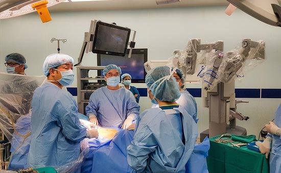 """Phẫu thuật robot """"trị"""" ung thư tiền liệt tuyến cho bác sỹ người Nhật"""