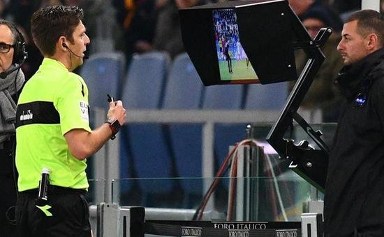 Champions League sẽ áp dụng công nghệ VAR từ vòng 16 đội