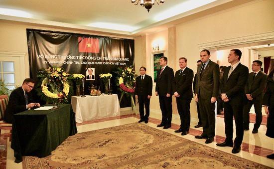 ĐSQ và cộng đồng người Việt Nam tại Ba Lan tổ chức lễ viếng Chủ tịch nước Trần Đại Quang