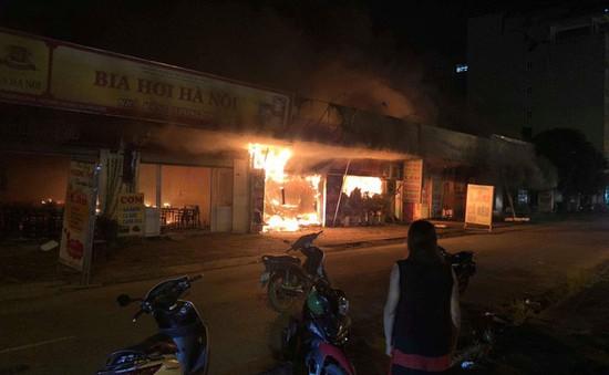 Cháy dãy quán ăn uống tại Hoài Đức, Hà Nội