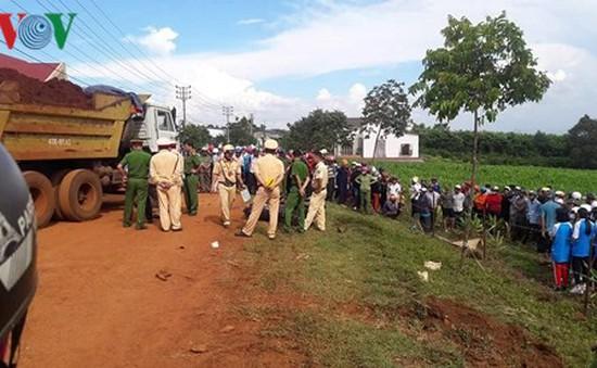 Cùng tông xe ben chở đất, 2 người tử vong, 1 người bị thương