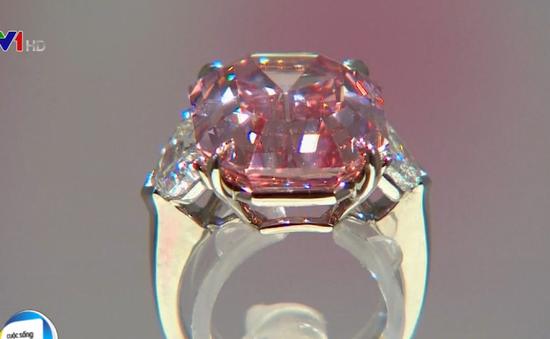 Đấu giá viên kim cương hồng 19 carat, dự kiến thu về 50 triệu USD