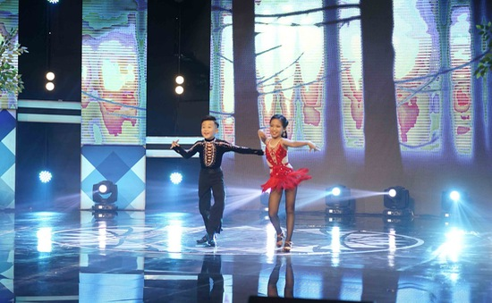 """100 giây rực rỡ: Cặp vũ công nhí """"gây choáng"""" với bước nhảy dance sport điêu luyện"""
