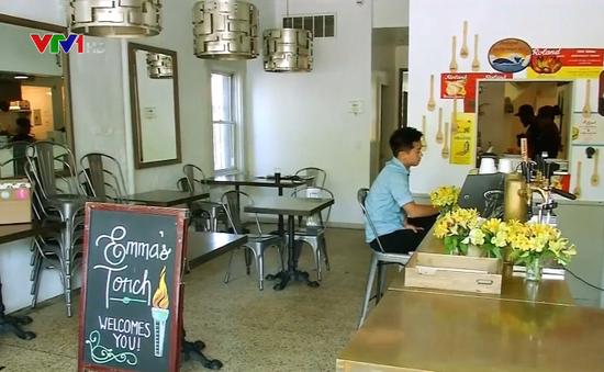 Nhà hàng chào đón người tị nạn ở New York