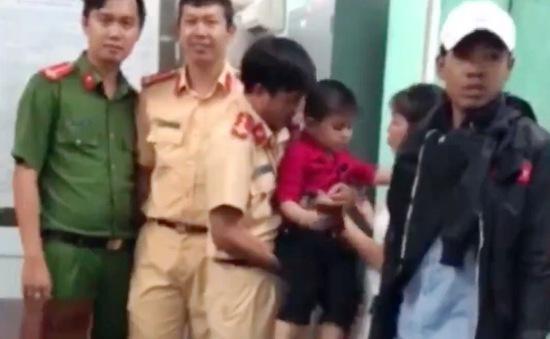 TP.HCM: Công an giúp bé 5 tuổi bị lạc tìm thấy mẹ
