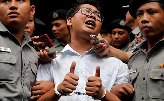 Thẩm phán Myanmar kết án 2 phóng viên Reuters 7 năm tù