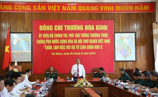 Phó Thủ tướng Trương Hoà Bình thăm và làm việc với Bộ Tư lệnh Quân khu 5