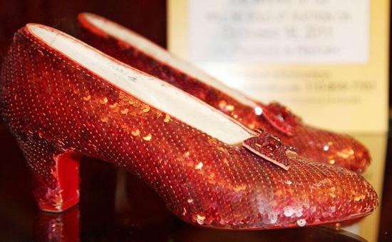 """Tìm thấy đôi giày huyền thoại trong phim """"Phù thủy xứ Oz"""""""