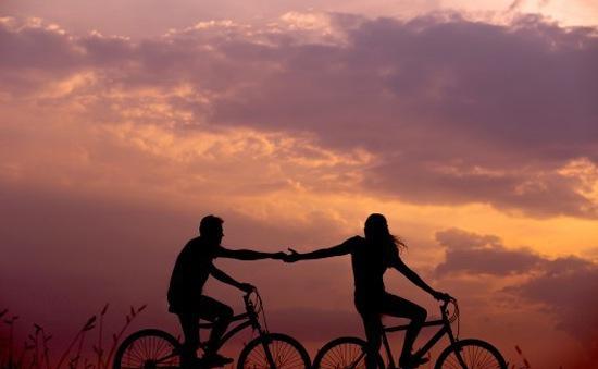 """Những điều bạn cần tránh để không làm """"mòn"""" mối quan hệ tình cảm"""