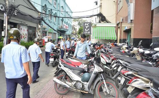 Hà Nội: Trục lợi tại nhiều bãi trông giữ xe