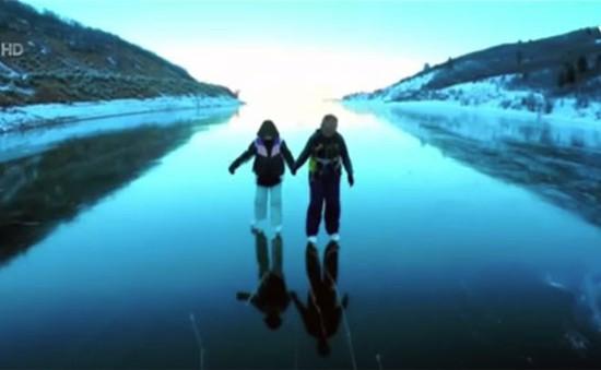 Trượt băng trên mặt hồ tại Mỹ